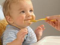 Banaan en Perzik Babyvoeding. Dat is lekker; dat lusten we zelf ook wel!
