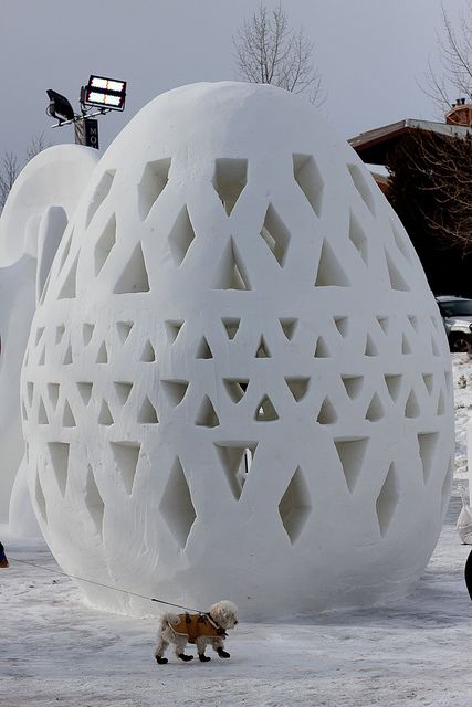 Artist Simon Beck creates gigantic winter crop circles by walking ...