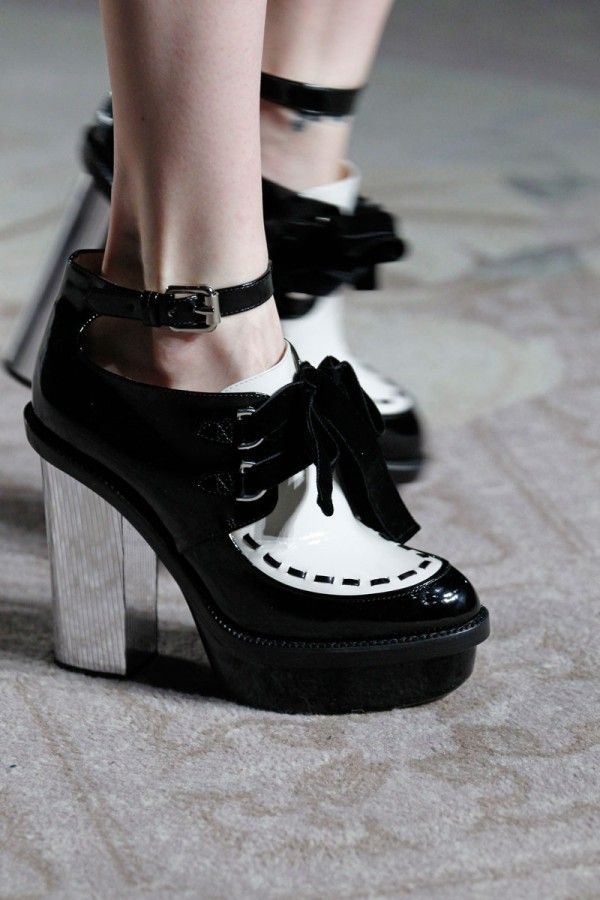 Trend: Accessories, Moschino Cheap and Chic. #fashion #shoes #moschino
