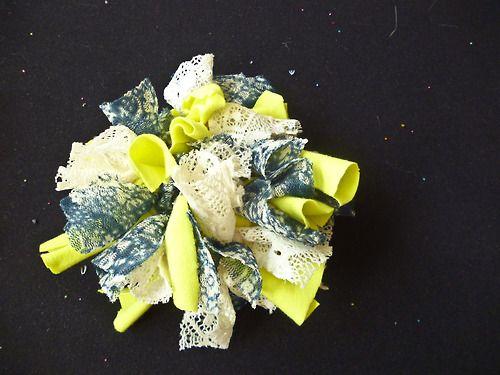 ~ Blumen ~ — ℒℴvℯ♥ collet amarillo con estampado azul floreado