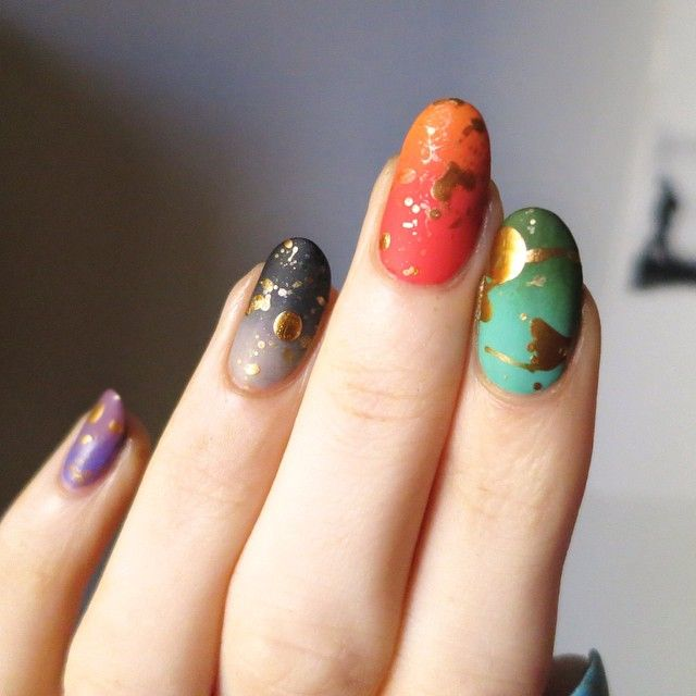 Loving the gold splatter over matte gradients by @ladycrappo!