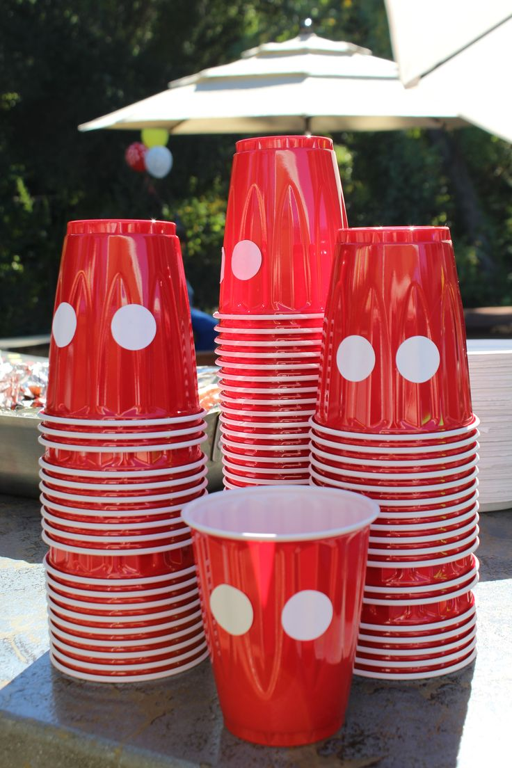 DIY cups for Mickey Mouse clubhouse party. Put 2 circle stickers on red solo cups & a plain cup transforms into Mickey's pants! linenandlilac.com