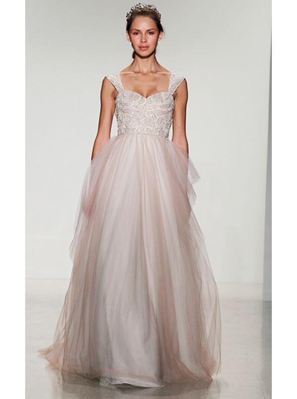 アクア・グラツィエがセレクトした、KELLY FAETANINI(ケリー ファッタニーニ)のウェディングドレス、KF023をご紹介いたします。