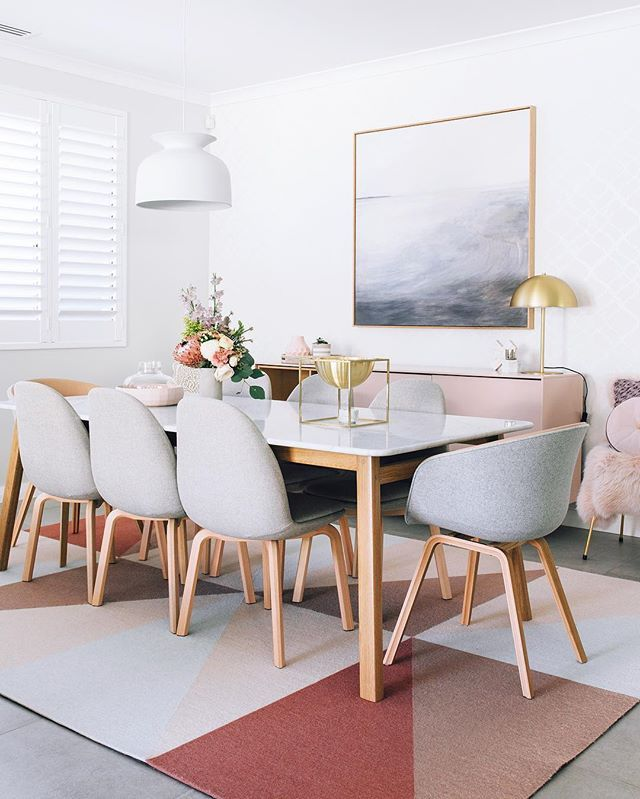 Choosing a rug is hard enough as it is but finding a nice, appropriate dining room rug is a whole different ball game... especially with children/ dinner time shenanigans. I'll keep searching for now but Jenni has nailed it with this gorgeous find. Love y