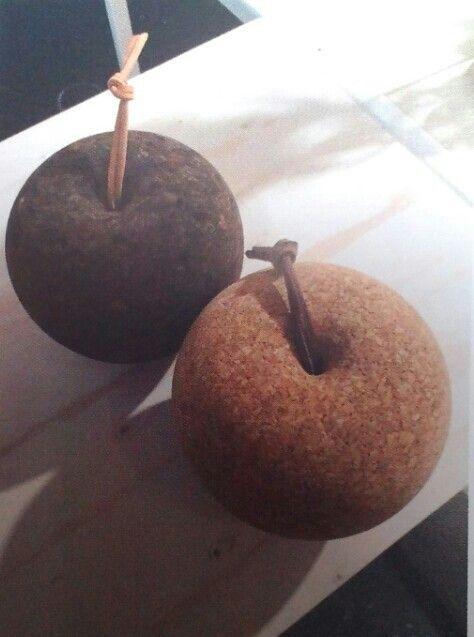Pomme foncée et pomme claire by Lars Beller Fjetland