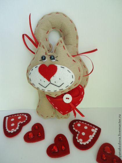 Игрушки животные, ручной работы. Ярмарка Мастеров - ручная работа. Купить Кот с сердцем из фетра. Handmade. Кошки, игрушка из фетра