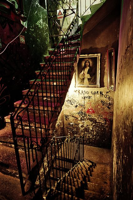 Stairs in a quite special bar in Budapest : The Szimpla Kert