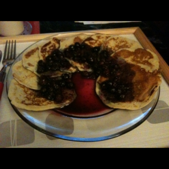 Nigella's American pancakes with maple syrup and blueberry sauce!