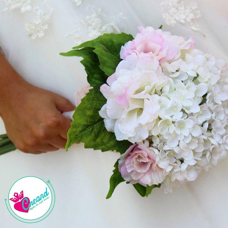 Sadelik ve şıklıktan yana olanlar için...  buketimizi beğendiyseniz bizimle iletişime geçin  #buket #kına #gelin #gelinlik #geliniçin #gelineözel #gelintacı #düğün #davet #erengül #elbuketi #erengülbuketi #evlilikhazırlıkları #yapayçiçek #çiçek #çiçeklitaç #yapaybuket #gelinbuketi #gelinçiçeği #gelinçiçekleri #ortanca