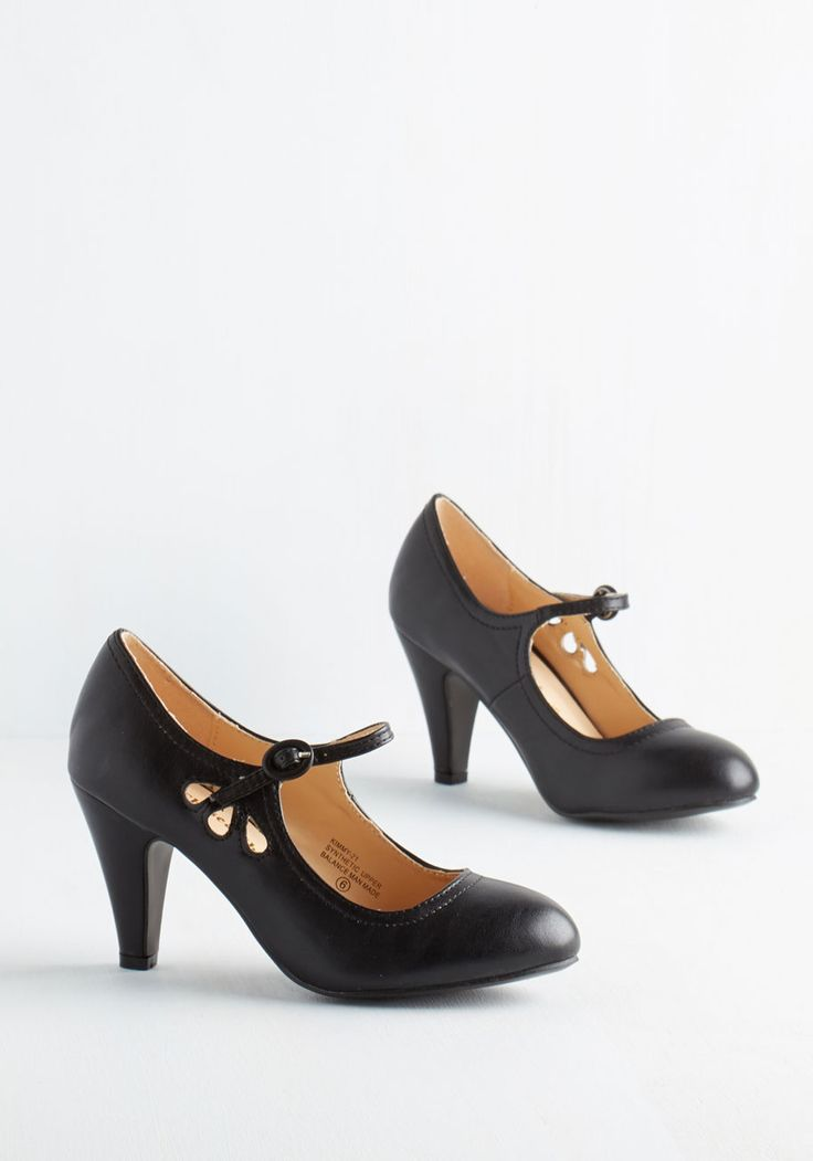 Jive O'Clock Somewhere Heel in Noir. These noir Mary Jane heels are the only reason you ever need to dance through your day! #black #modcloth