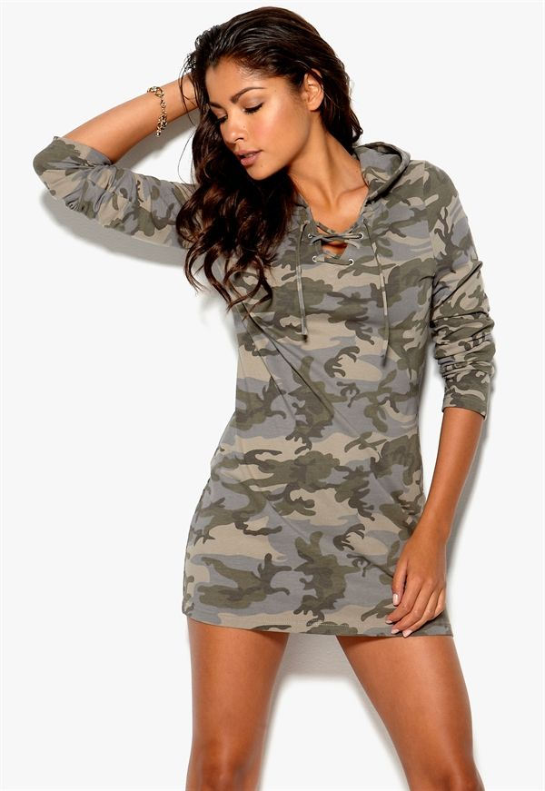 http://www.bubbleroom.no/nn/kl%C3%A6r/dame/chiara-forthi/minikjoler/camo-lounge-top-camoflage