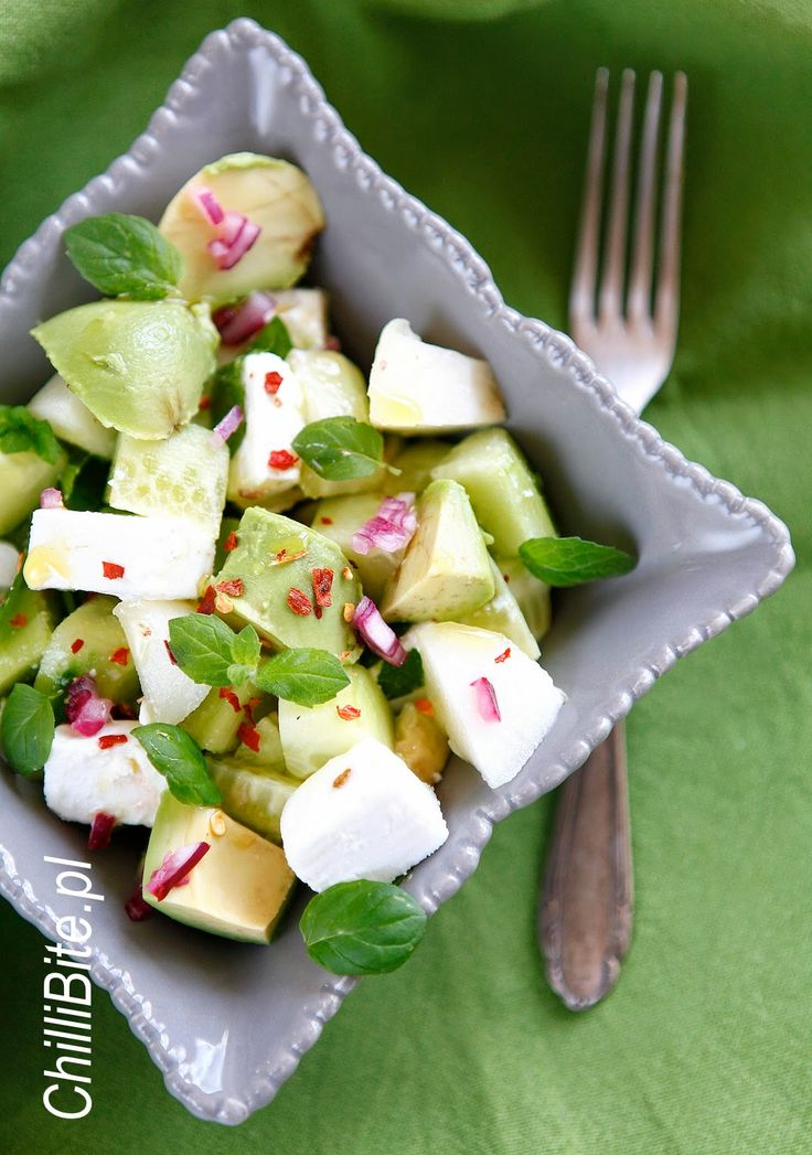 ChilliBite.pl - motywuje do gotowania!: Lekka sałatka z awokado, melonem i ogórkiem
