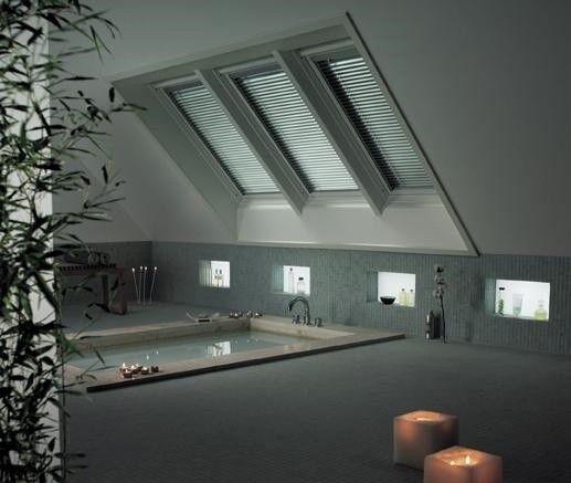 Une salle de bain sous les combles qui ne manquera pas de vous rendre zen.