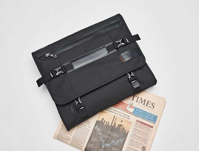 The PLIQO bag: its footprint is smaller than a weekend newspaper
