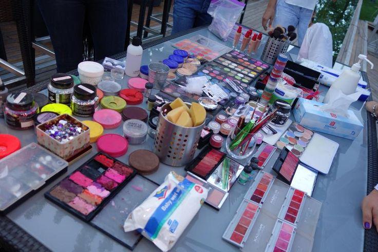Operatiunea trusa de make-up!