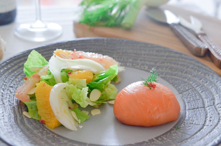 Les dômes au saumon commencent à devenir une recette classique et chic que l'on aime bien faire. J'ai voulu revoir un peu tout ça et l'adapter légèrement en l'allégeant : à la place d'une farce composée de saumon et de (beaucoup) de mayonnaise, ou une farce exclusivement à base de... ...déguster la suite