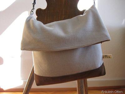 Einfache Tasche mit Reißverschluß und Leder