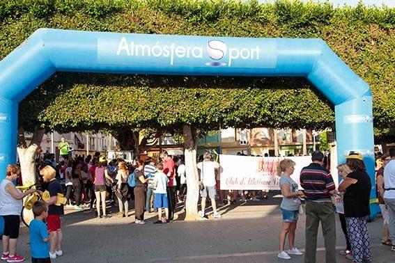 El Club Atletismo Alaquàs celebró el pasado mes de mayo la XIII Caminada Popular por Alaquàs, para la que contó con la colaboración de la tienda Atmósfera Sport Deportes Estreder. En la marcha, con una distancia de 4 km por el municipio, participaron más de 500 vecinos