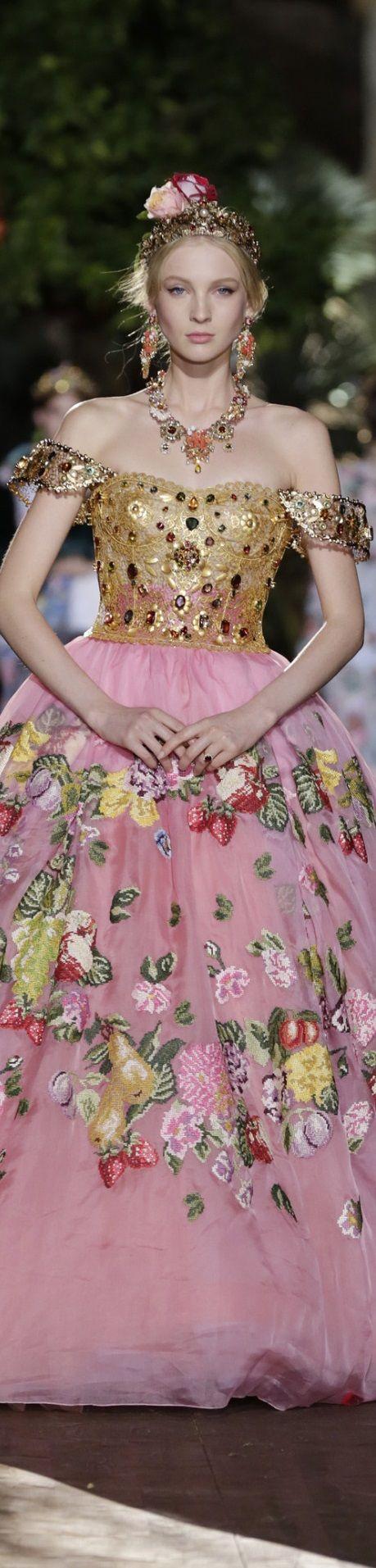 Dolce & Gabbana Alta Moda Fall 2015. Inspiration for Model Under Cover. http://www.carinaaxelsson.com #modelundercover