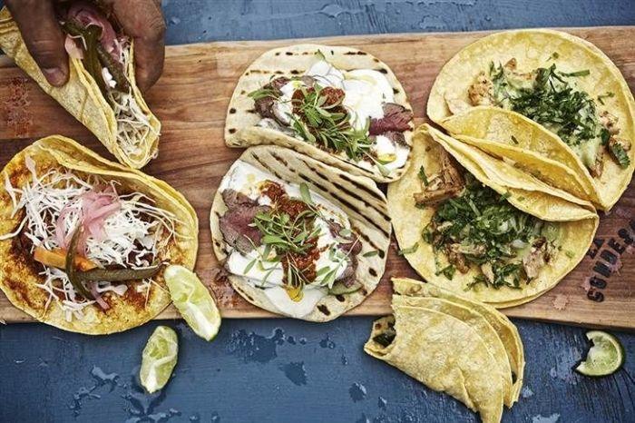 Hola, les dejamos esta receta de masa casera para tacos, facil y mucho mas rica que cualquier otra....suerte!. Http://www.brujasenapuros.com.ar/secciones/masas/imagenes/rec8.png. Ingredientes:. Harina 000, 1/2 kg. Agua, 250 cc. Sal, 1 cdita....