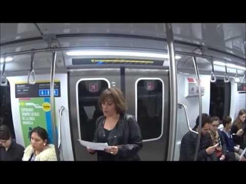 Los argentinos salen a leer las noticias en el subte para romper el blin...