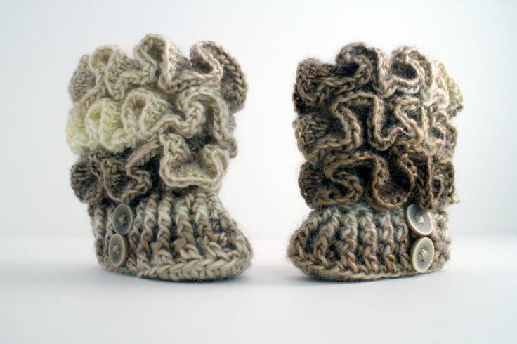 http://www.bhookedcrochet.com/2015/03/21/crochet-ruffled-baby-booties/ Follow me on: http://www.facebook.com/bhookedcrochet http://www.twitter.com/bhookedcro...