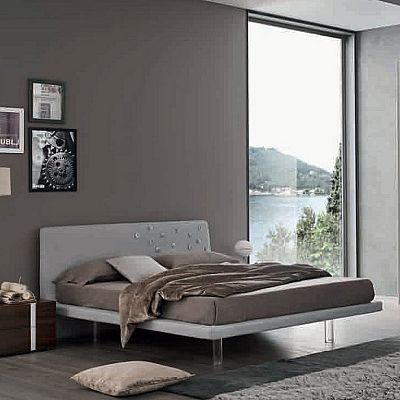 Contemporary, elegant 'Boom' bed by Orme