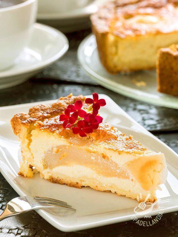 Tart mascarpone, pears and ricotta gluten-free - Una ottima idea per servire la vostra Crostata di pere mascarpone e ricotta senza glutine è accompagnarla con una crema delicata gluten free.