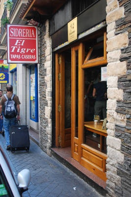 El Tigre - Madrid , everyone loves tapas.. especially when it's free! loved El Tigre.