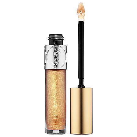 Refleja la luz del sol en tus labios con este gloss que proporciona un brillo extremo con su punta de alta precisión. #DIOR