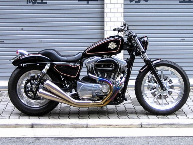 Custom Harley-Davidson XL Sportster Evolution® by Tramp Cycles | Öhlins rear shock absorbers | Shortened front fork | Aftermarket stainless steel exhaust, lights & seat | Polished wheels | Japan