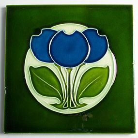 Antique English Alfred Meakin tile with a striking Art Nouveau blue flower design, made circa 1908.