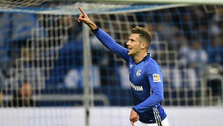 Leon Goretzka celebra un gol con el Schalke 04