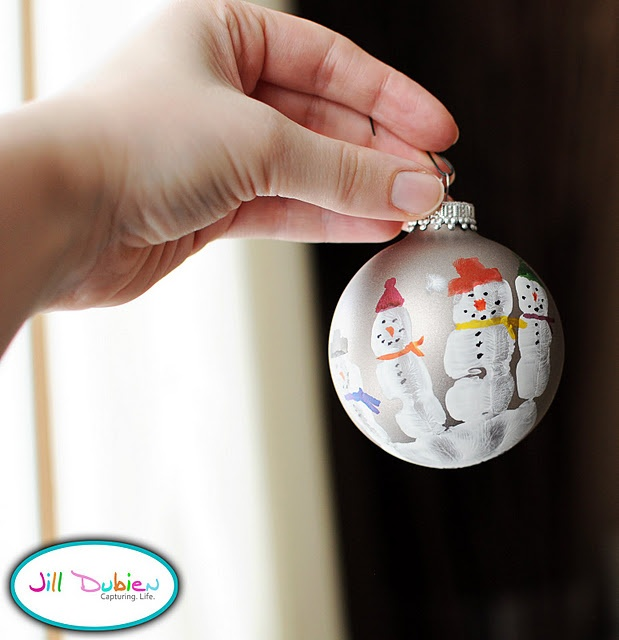 Great gift idea for the kids to make!  Ornaments with their hand print that you decorate as snowmen.
