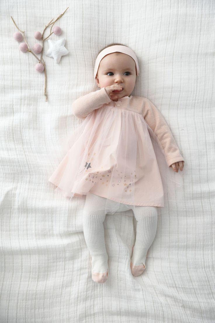 Un ensemble bébé qui brille, qui tourne et qui met des étoiles plein les yeux des toutes petites !