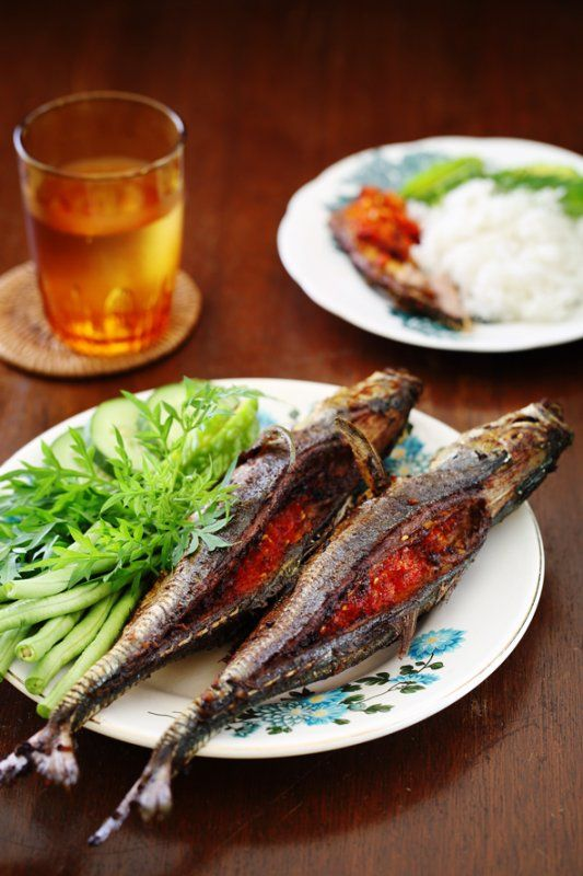 Cencaru Belah Belakang Recipe (hardtail/ albacore fish, is fried and stuffed with a spicy, tangy sambal)
