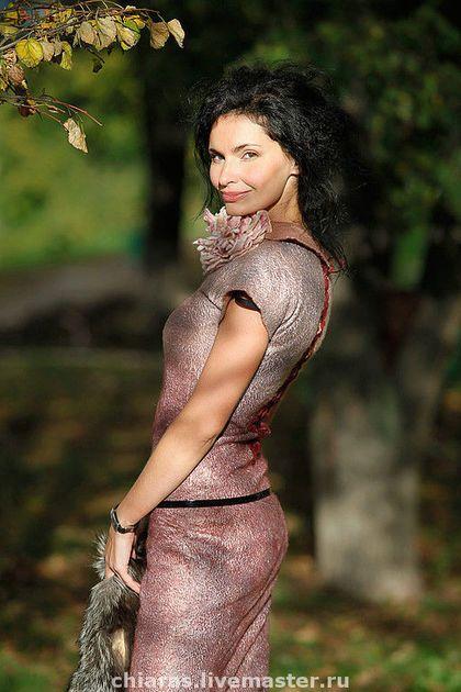 Купить или заказать платье ручной работы 'розовый жемчуг' в интернет-магазине на Ярмарке Мастеров. Украшение входит в комплект)Спинка оформлена плотным кружевом,в котором установлены люверсы и продета шнуровка. Подобный элемент разбавляет общую строгость платья и это хорошее решение для войлока!как вариант может быть и молния-обрамленная бархатной тесьмой. ,хотя возможен и вариант люверсов со шнуровкой по спине, если это совпадает с Вашим настроениеи)платье двусторонее,как и многие мои…