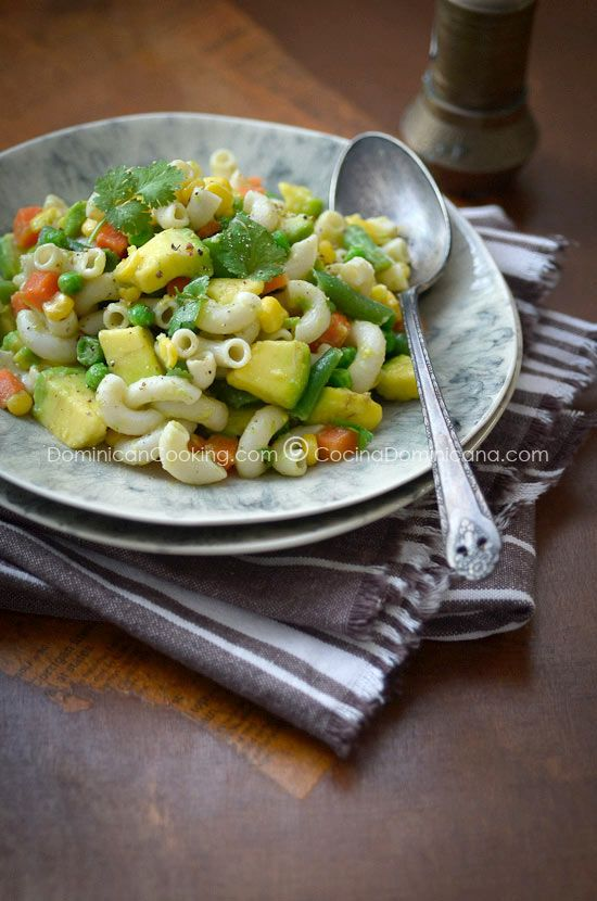 avocado pasta salad-This delicious pasta salad is a classic reinvented, with all the flavor of avocado to make it a lot lighter.