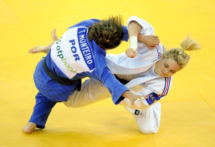Telma Monteiro conquista bronze nos Europeus de judo. A portuguesa Telma Monteiro conquistou esta quinta-feira a medalha de bronze dos Campeonatos Europeus de judo, que decorrem em Budapeste, subindo ao pódio pela nona vez em outras tantas participações.