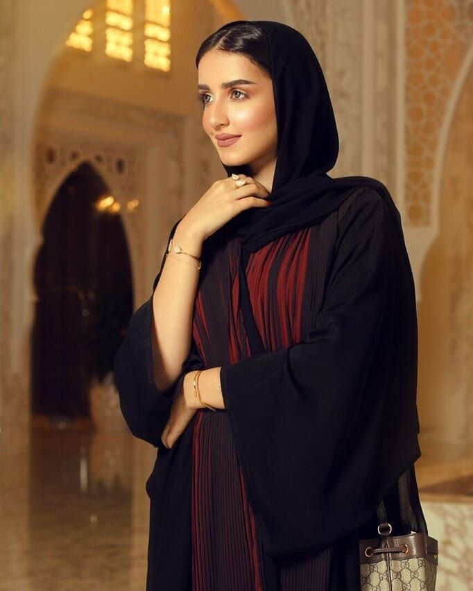 Am Shaima Royalco Eid Collection عباية سدن السعر ٥٠ دينار بحريني عباية بقصه عملية كلوش تتميز بخام الكسرات من الامام وال Abaya Designs Muslim Girls Style