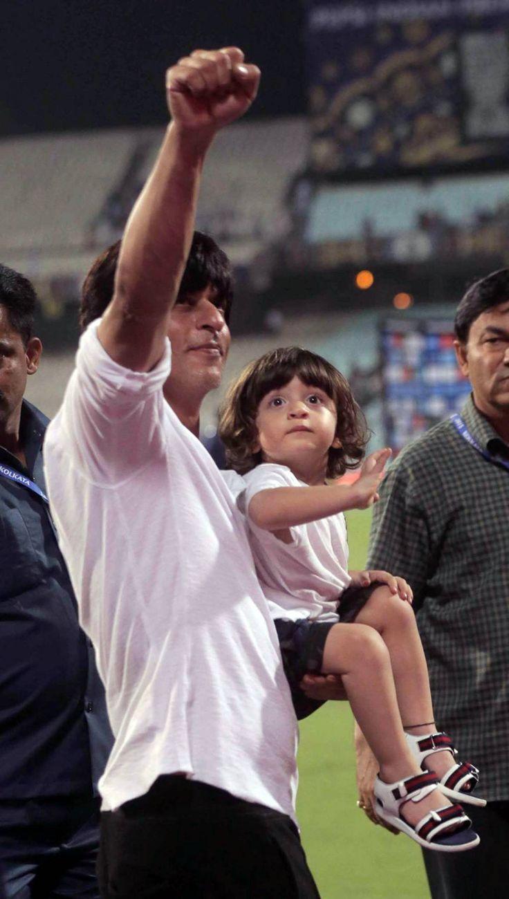 Shah Rukh Khan with AbRam, April 2015 at IPL