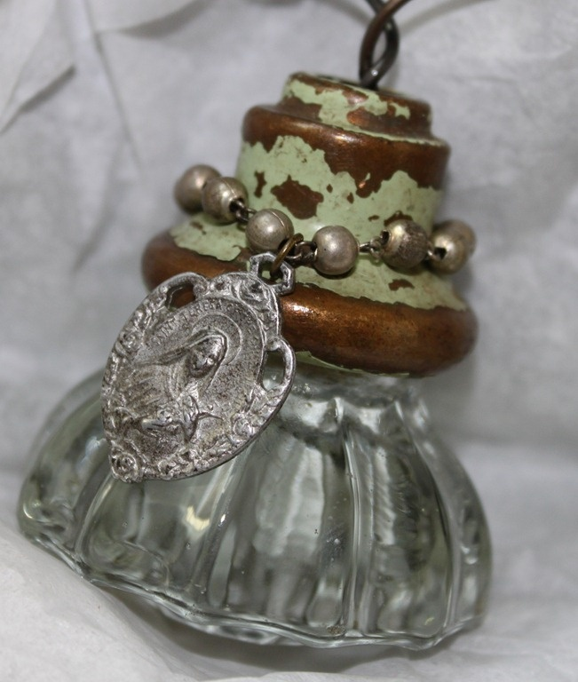 great use for old door knobs - Vintage Door Knobs