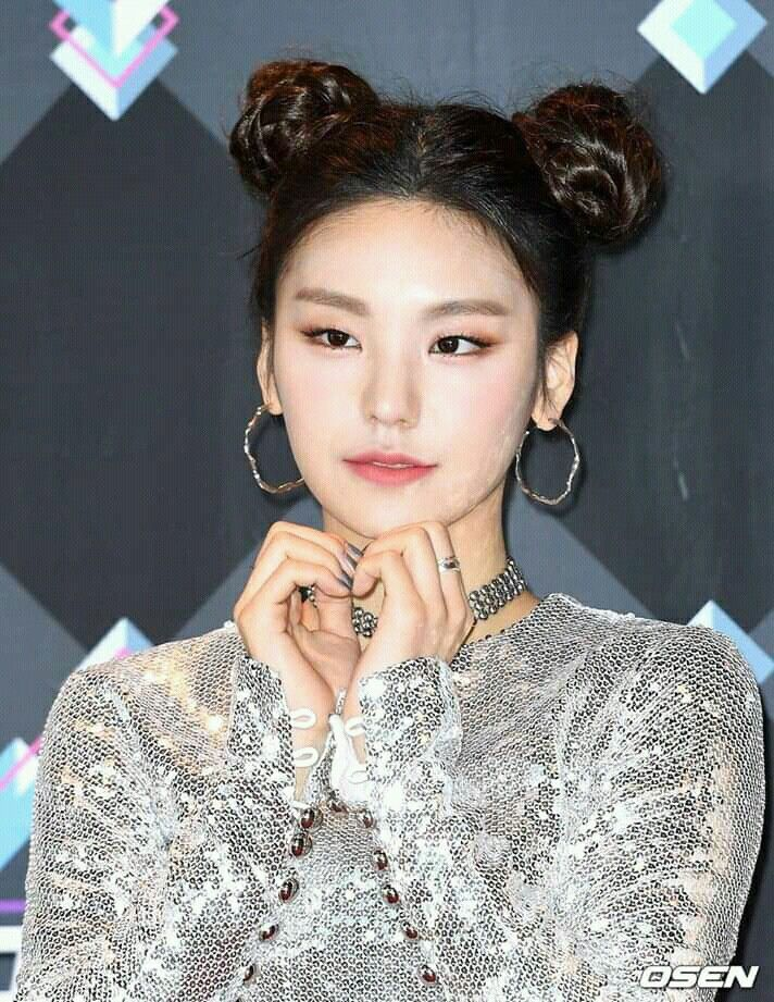 Hwang Yeji At Mnet M Countdown Space Buns Itzy Yeji Hwangyeji Itzy Itzy Bun Hairstyles Just Style
