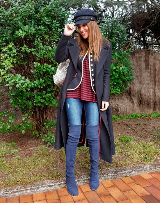 Tras la pista de Paula Echevarría » MY CAPTAIN. Red and black striped tee+skinny jeans+blue over the knee boots+black army style jacket with golden and burgundy details+black long coat+beige and raspberry Gucci Dionysus backpack+black hat. Winter Everyday Outfit 2016-17