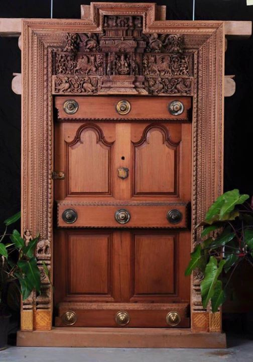 Traditional door from studio ebony love the detailing on for Front door design in india