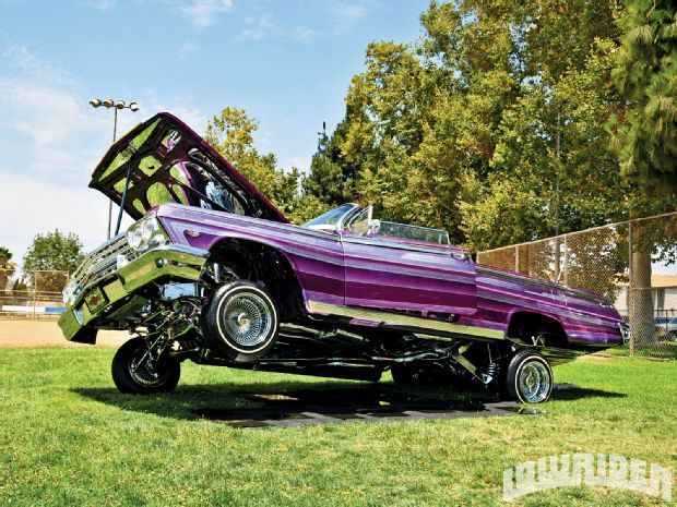 Low Rider Car Hopping : Bouncing To The Music of Car Hydraulics