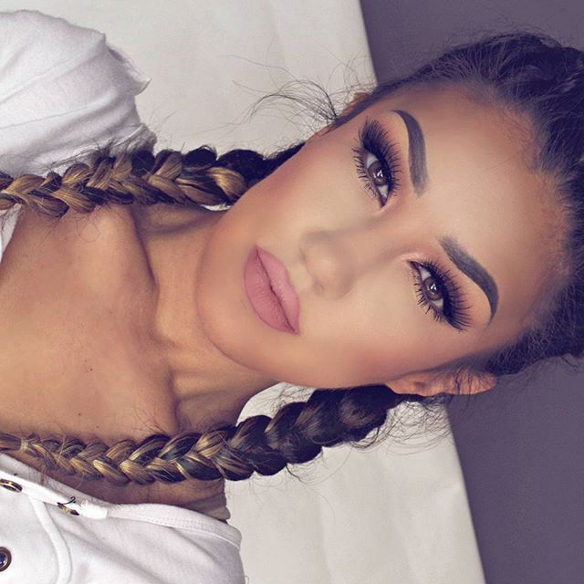 Neutral Monday look Lunes de tonos neutrales Ombre Dutch braids with extensions DEETS: -Eyeshadows in Temperature Rising , Summer Fling & Summer Glow by @motivescosmetics -Lashes PIXIE LUXE by @houseoflashes -Brows using Brow Definer in DARK BROWN by @ana