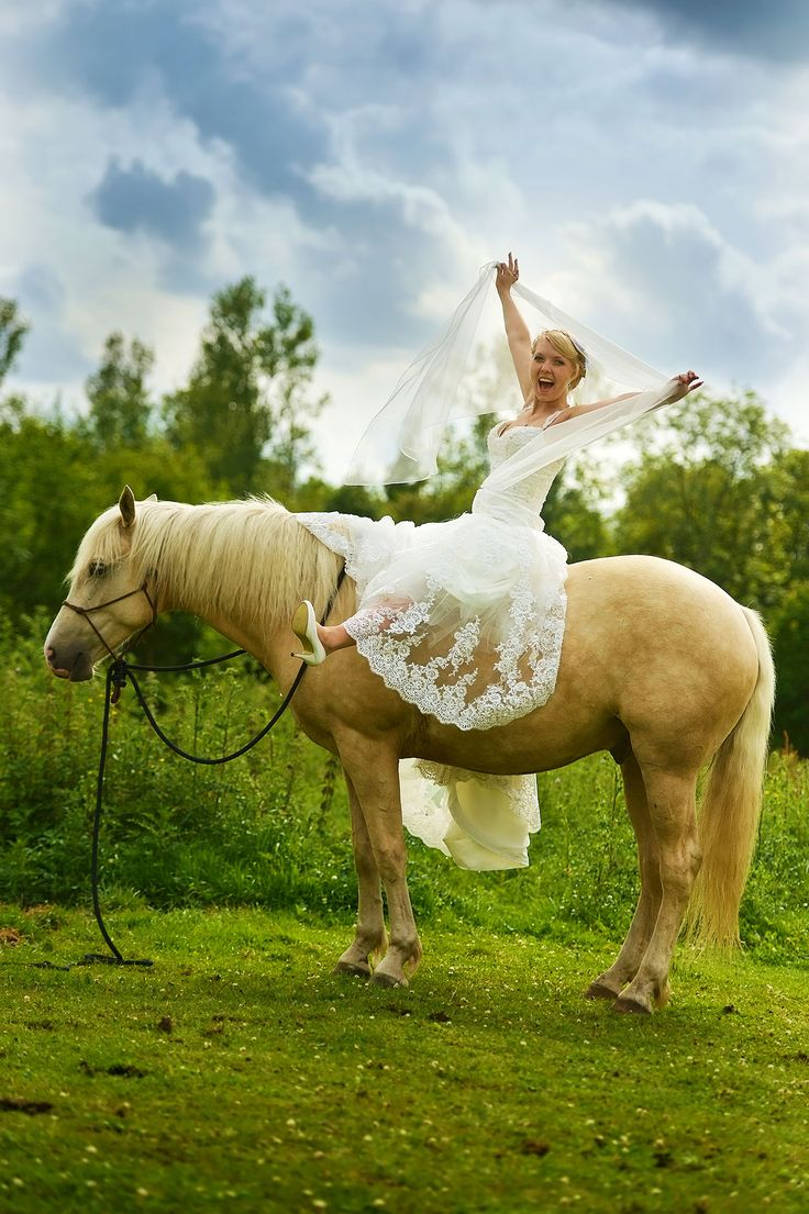 Bruid op een paard.