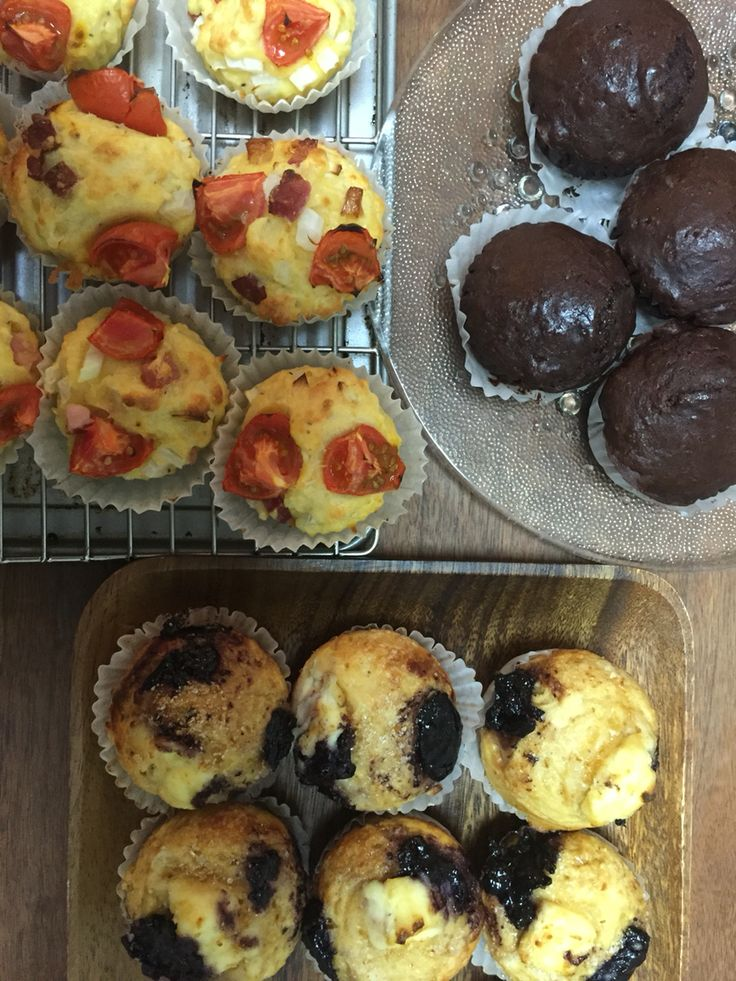 Tomato onion bacons /cream cheese blueberry/chocolate muffin