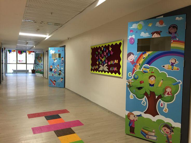 Okul koridor, kapı düzenleme ve süslemeleri.